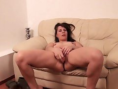Dilettant mature mumsy and her toy Zora from 1fuckdatecom