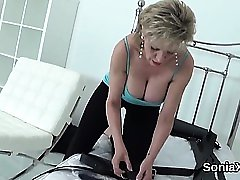 Unfaithful british mature lady sonia shows off her giant pup