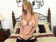 Watch MILF Alyssa Lynn Masturbate