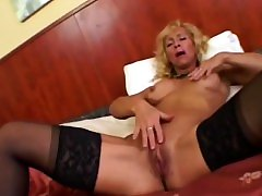 Bodybuilder mature Victoria riding boner and doggy